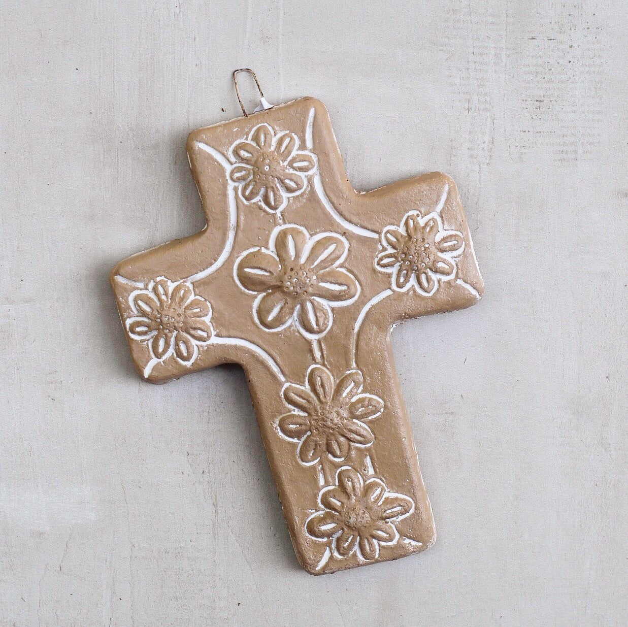 CLAY CROSS W/ 6 FLOWERS