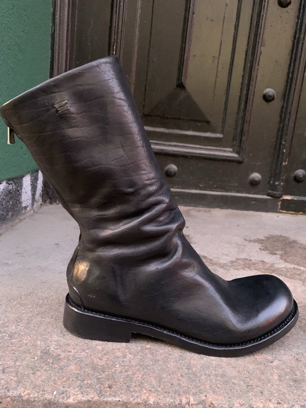 Skjold re-waxed leather boots