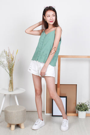 Levonne Eyelet Button Top In Mint