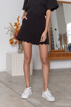 Rowan Waves Tailored Shorts In Black