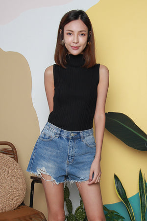 Yona Sleeveless Knit Top In Black