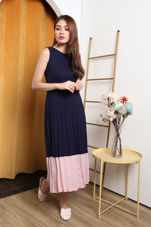 Vonda Colourblock Pleated Maxi Dress In Navy/Pink