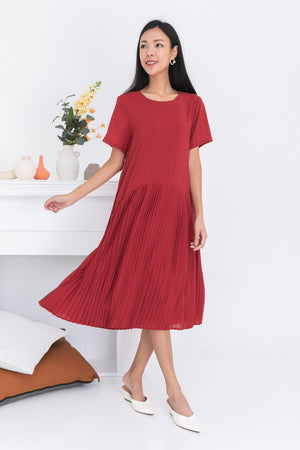 Karisa Pleated Midi Dress In Amber