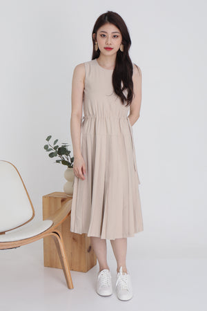 Pessy Drawstring Pleated Dress In Ecru