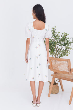 Fleur Embroidery Square Neck Midi In White
