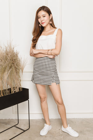 Trudy Side Slits Skorts In Black Gingham