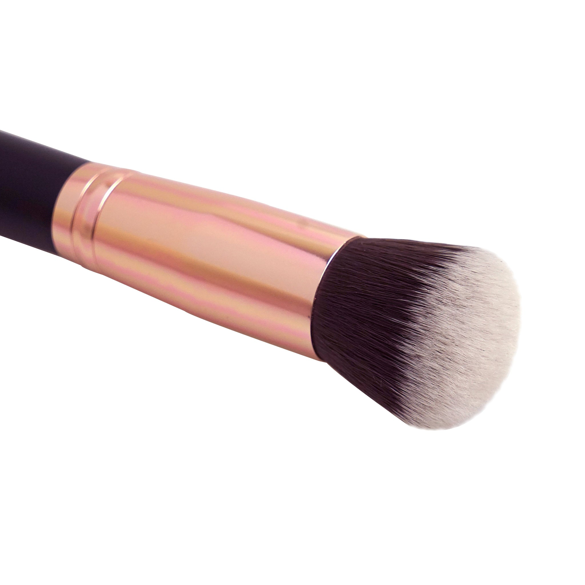 Gressa-Air-Focus-Foundation-Brush-Close-up