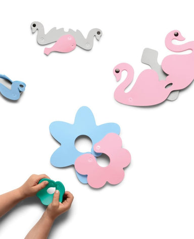 Quut Swan Lake 3D Puzzle Bath Toy on Design Life Kids