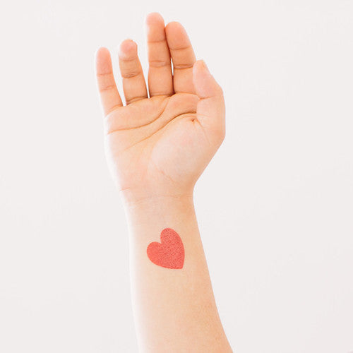 Tattly CLASSIC HEART TATTOO ON DLK