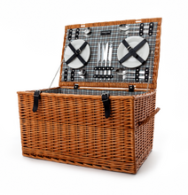 Todhunter Traditional Family Picnic Hamper