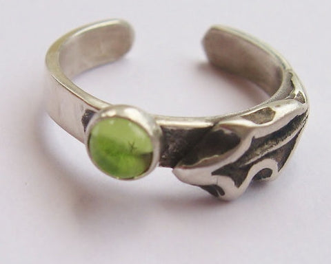 Toe Ring, Peridot Spring Oak
