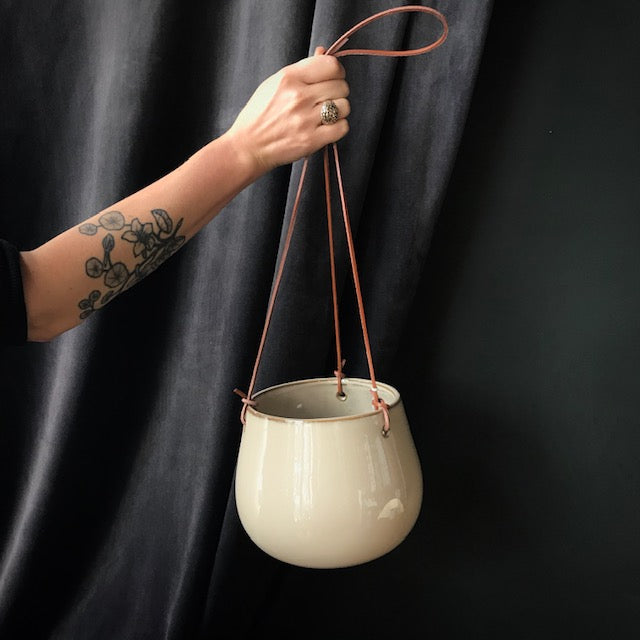 Lelay Hanging Pot