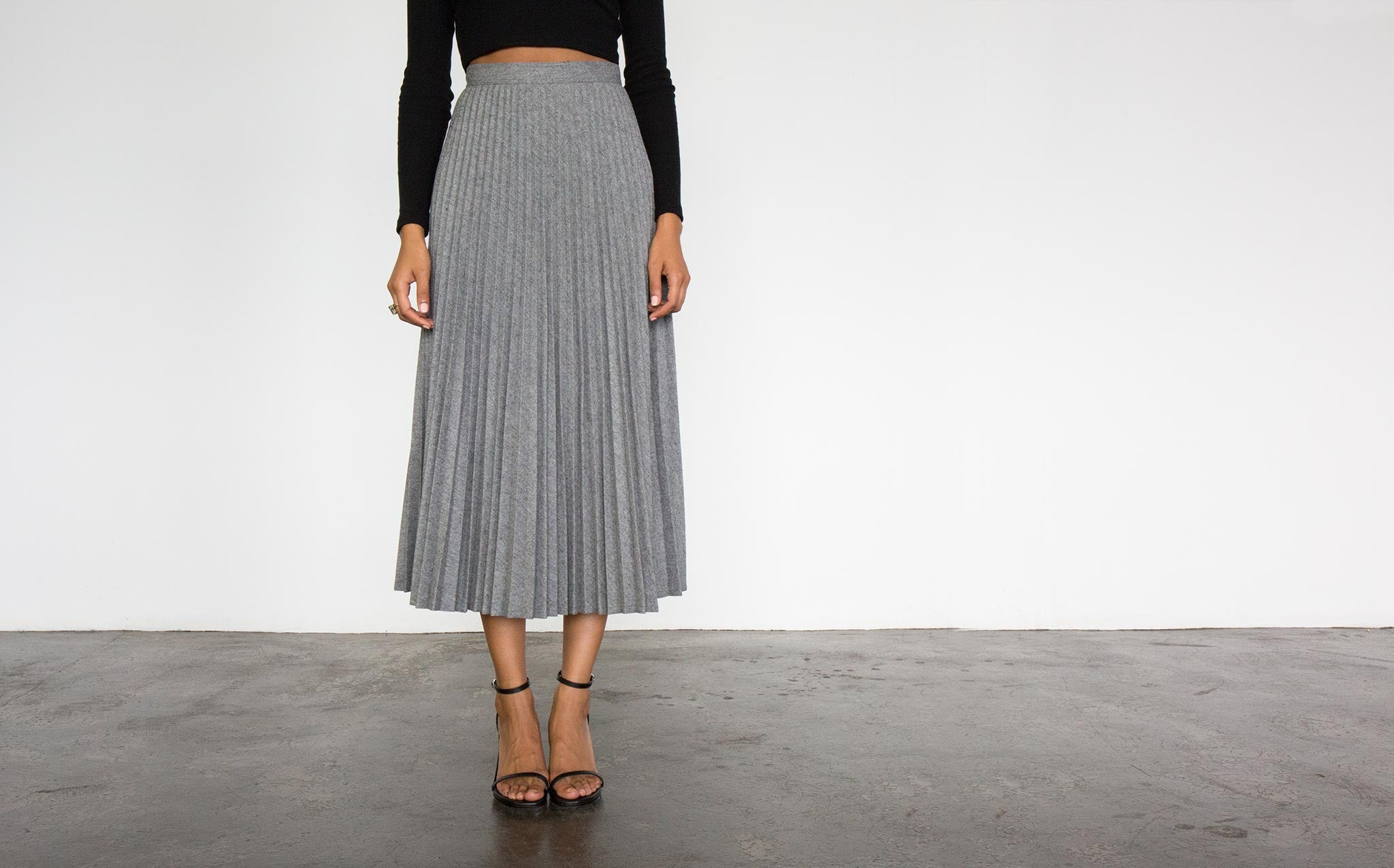 Heather Wool Pleated Skirt kindred black