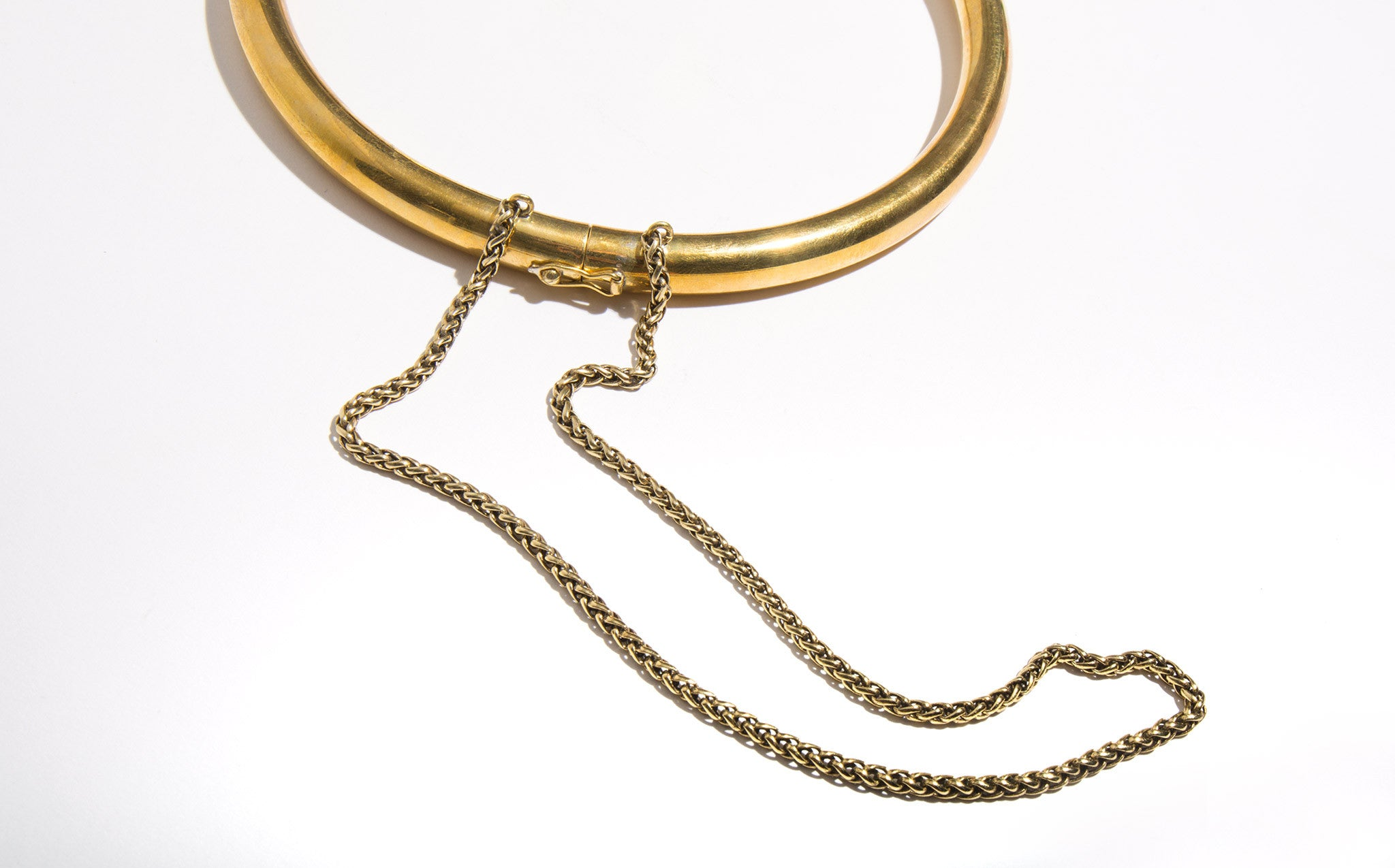 A Détacher Brass Choker