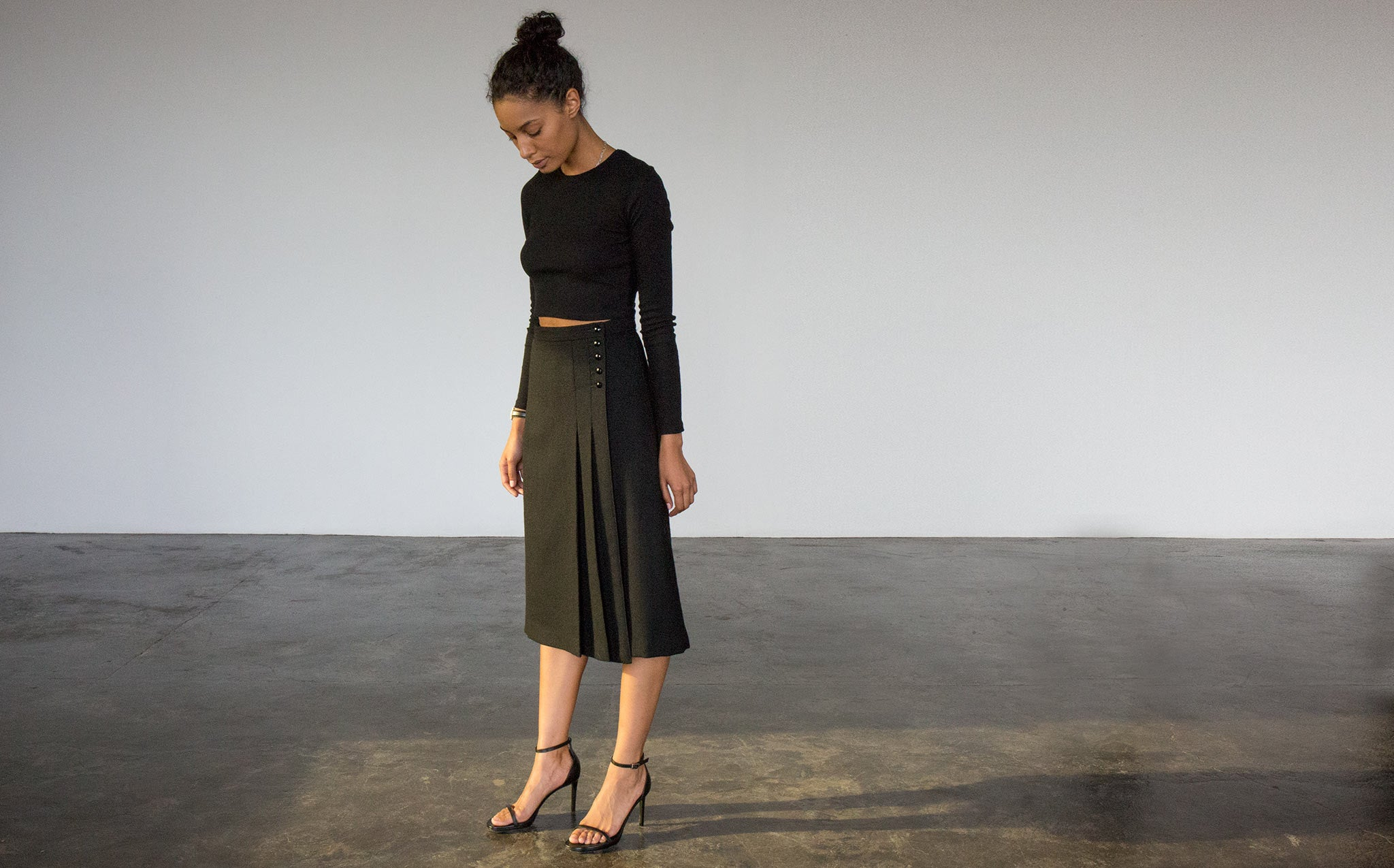 Faceted Button Wool Skirt kindred black