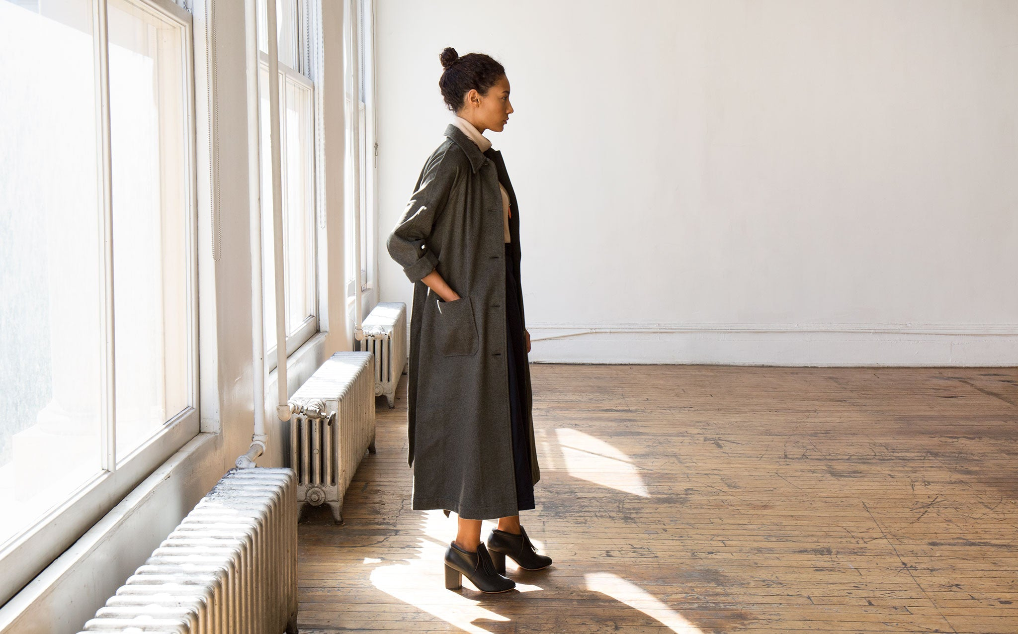 Svilu Wool Lab Coat kindred black