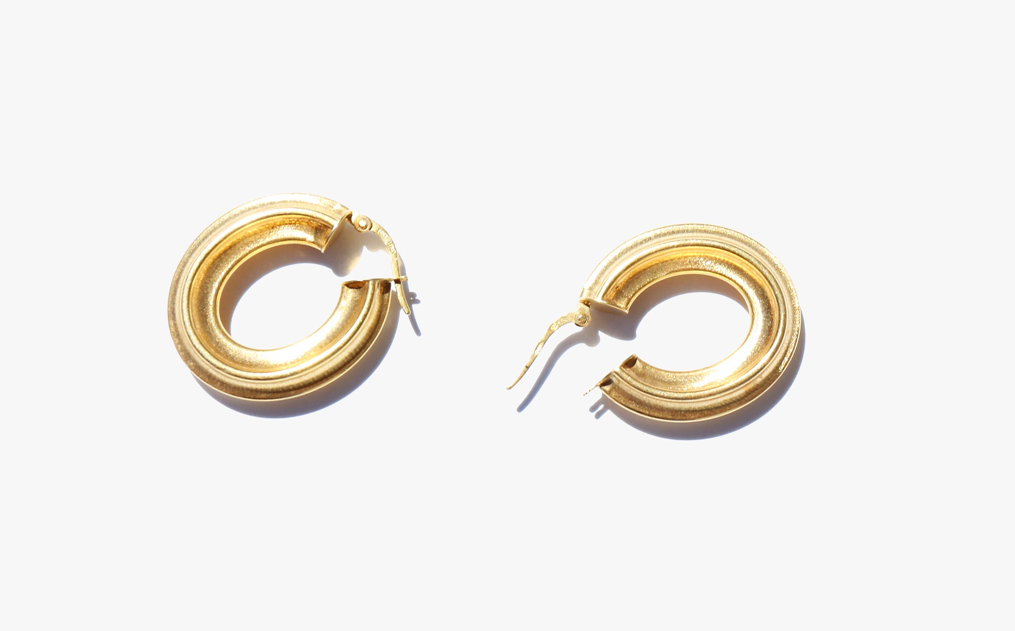 Gold Fluted Oval Hoops