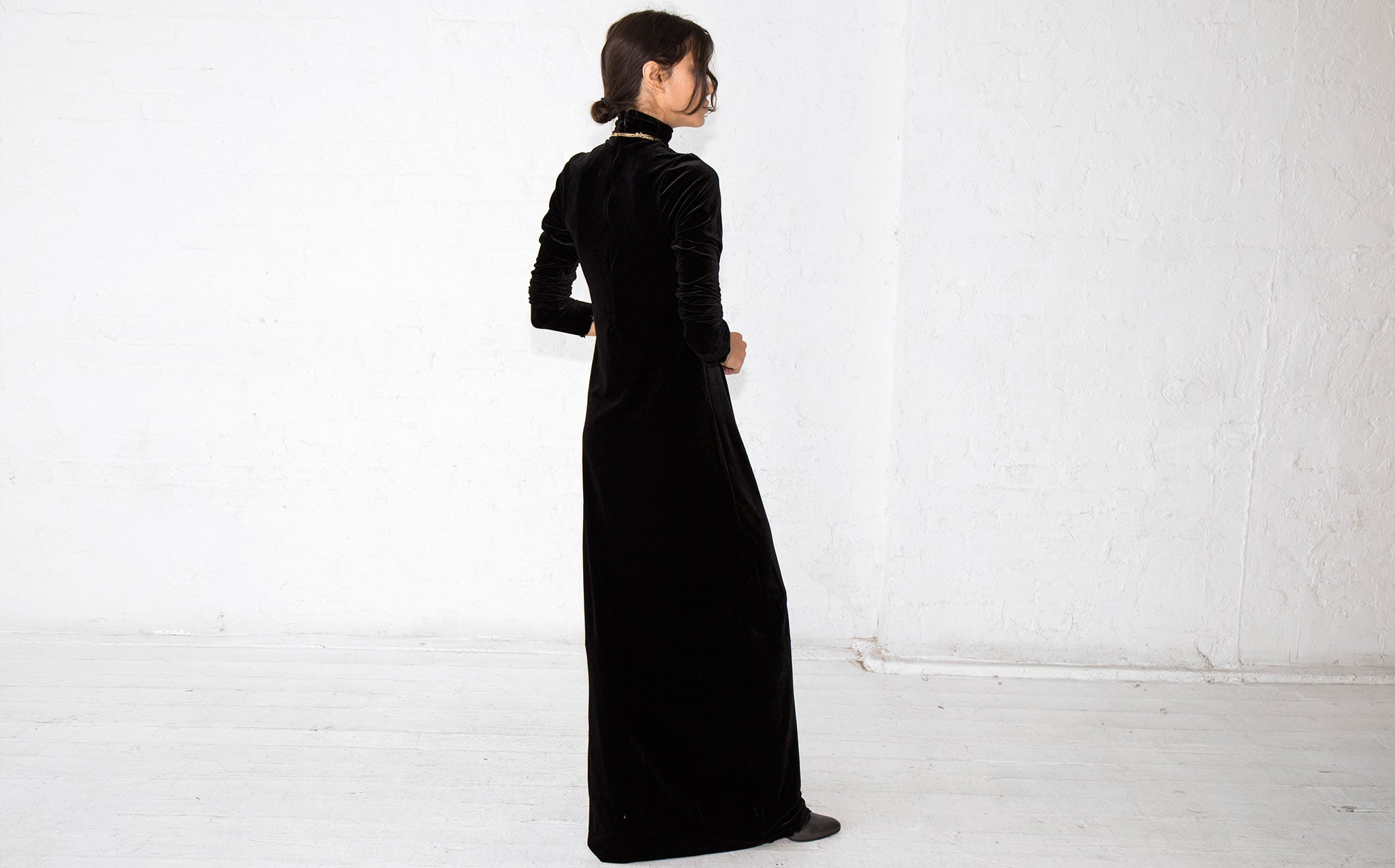 Vivien Ramsay Stretch Velvet Tee Neck Gown