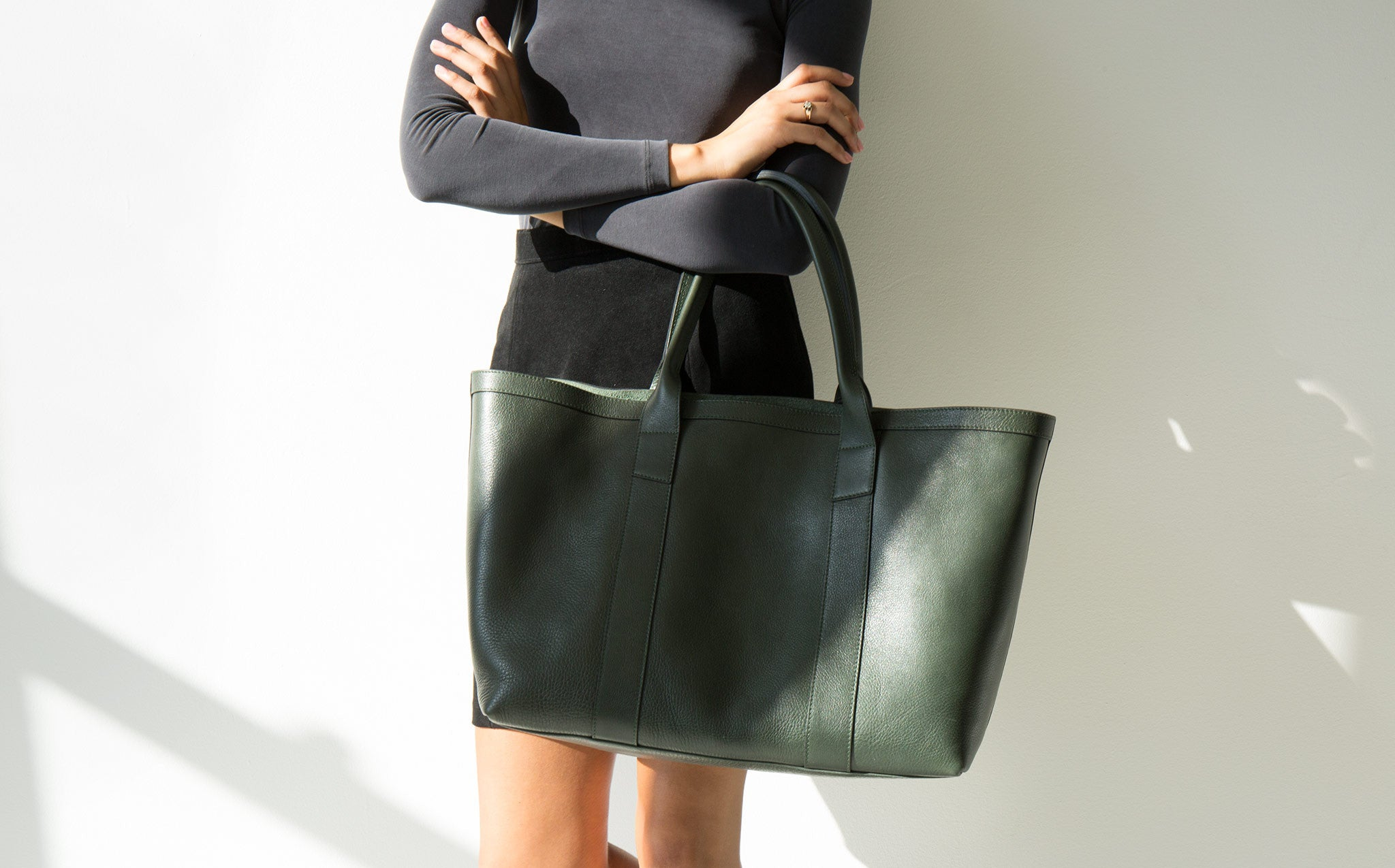 Lotuff Medium Hunter Green Working Tote kindred black