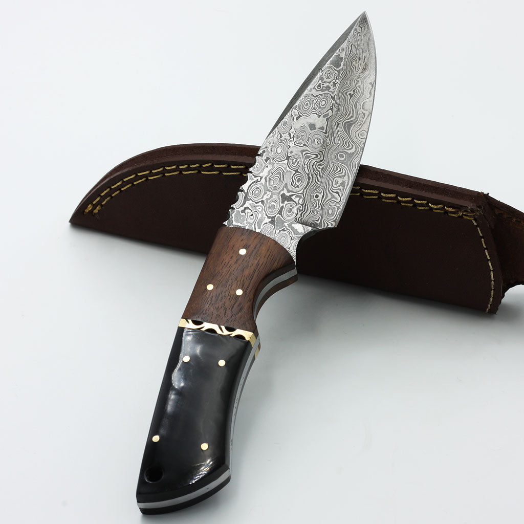 ARELLI Handmade Damascus steel hunting knife with walnut wood and buffalo horn handle