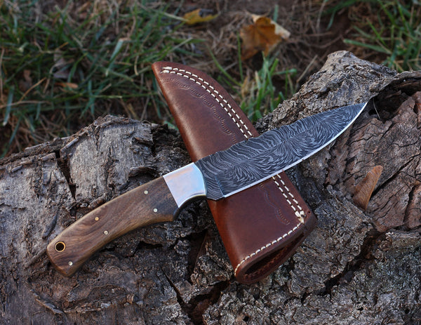 Handmade Damascus Steel Hunting Knife Walnut Wood Handle Stainless Steel Bolster Outdoor Knives Leather Sheath Full Tang Crafted Everyday Carry