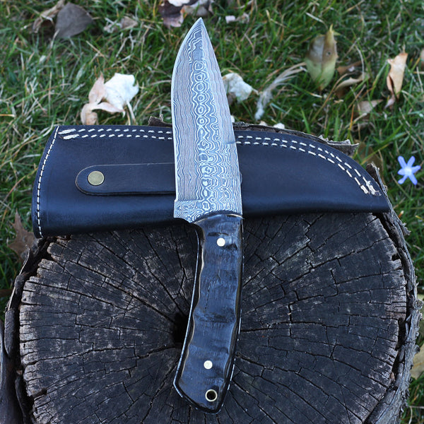 SARAH Handmade Damascus steel hunting knife with horn handle