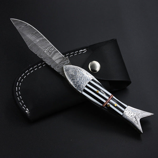 Handmade Damascus Steel Fish Pocket Knife buffalo horn stainless steel hand-engraved folding knives jackson blades