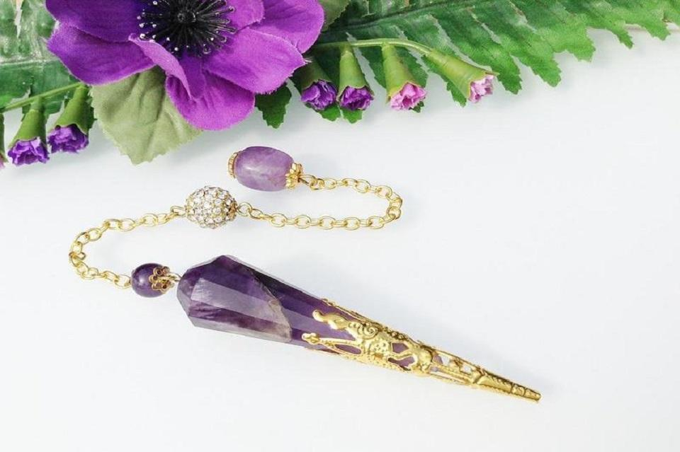 18 Forbidden Effects Of Reading A Crystal Pendulum For Future