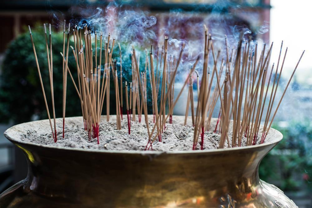 7 Best Incense Burners that ACTUALLY make MAGIC out of smoke