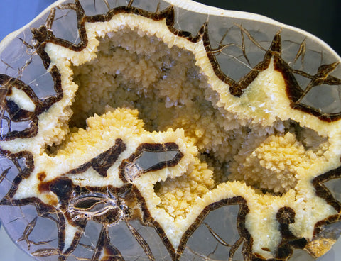 Septarian Geode Meanings, Properties and Benefits