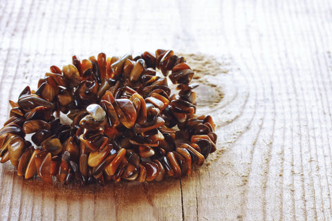 Who should not wear tiger eye beads bracelet