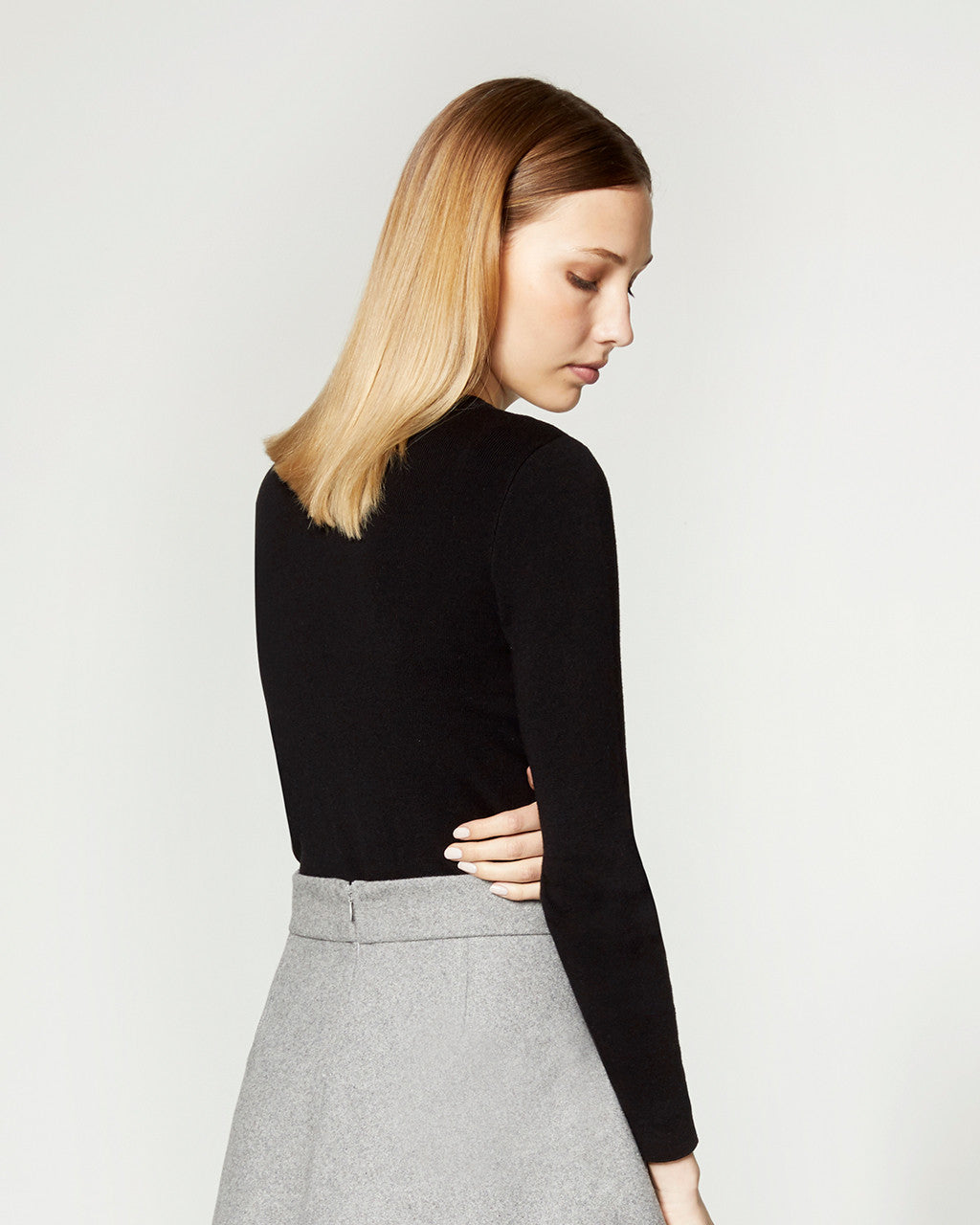 WOOL OVAL DETAIL SWEATER