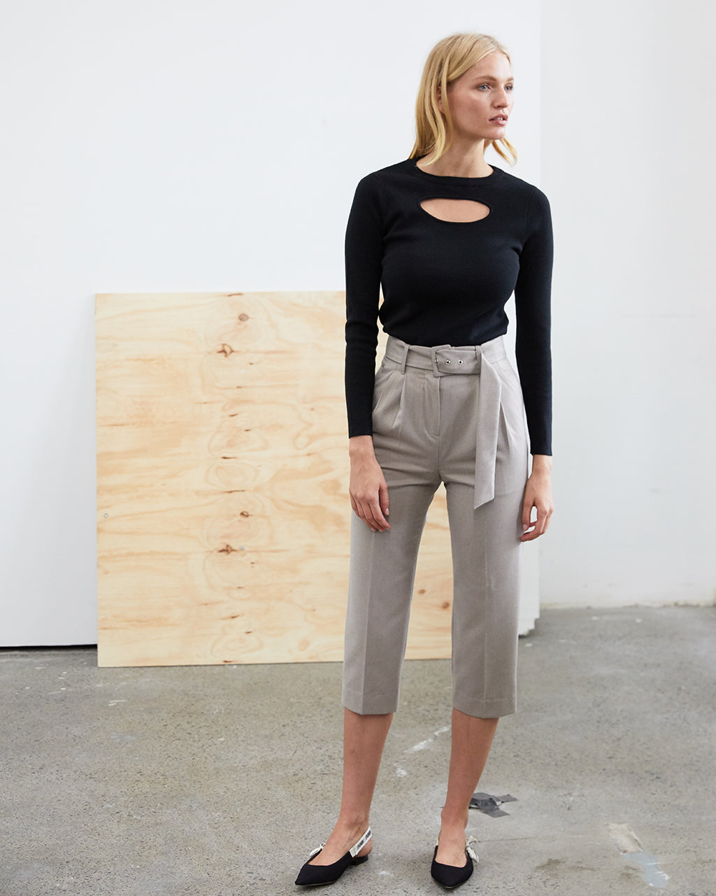 Belted Cropped Wool Pants - Beige