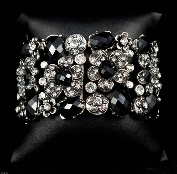 Captivating - Daisies in Rhinestone Bangle