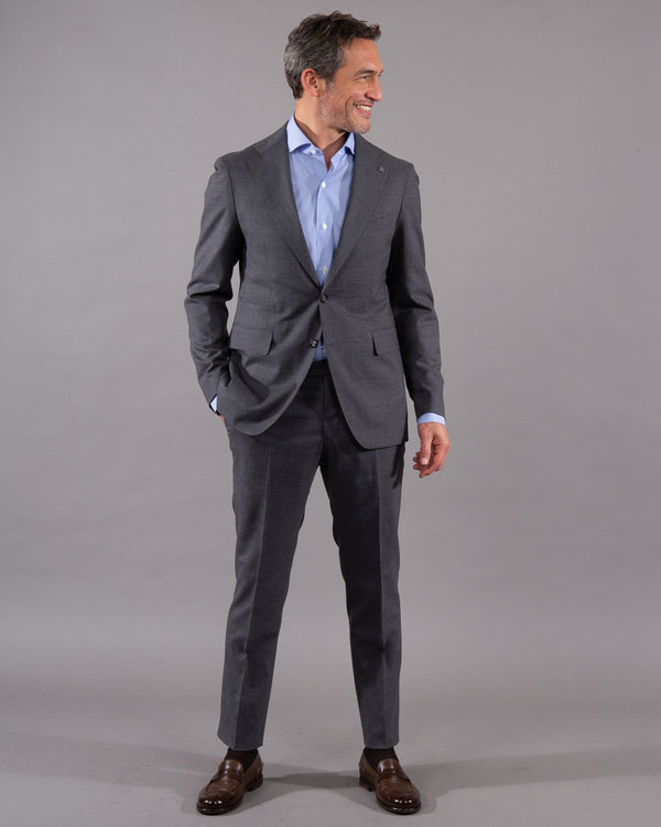 Tagliatore suit 100% virgin wool in grey on male model