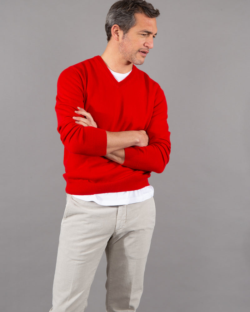 Malo pullover 100% cashmere v-neck in red male model