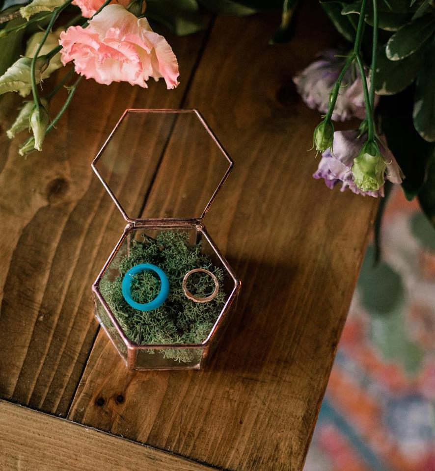 handcrafted geometric box for weddings