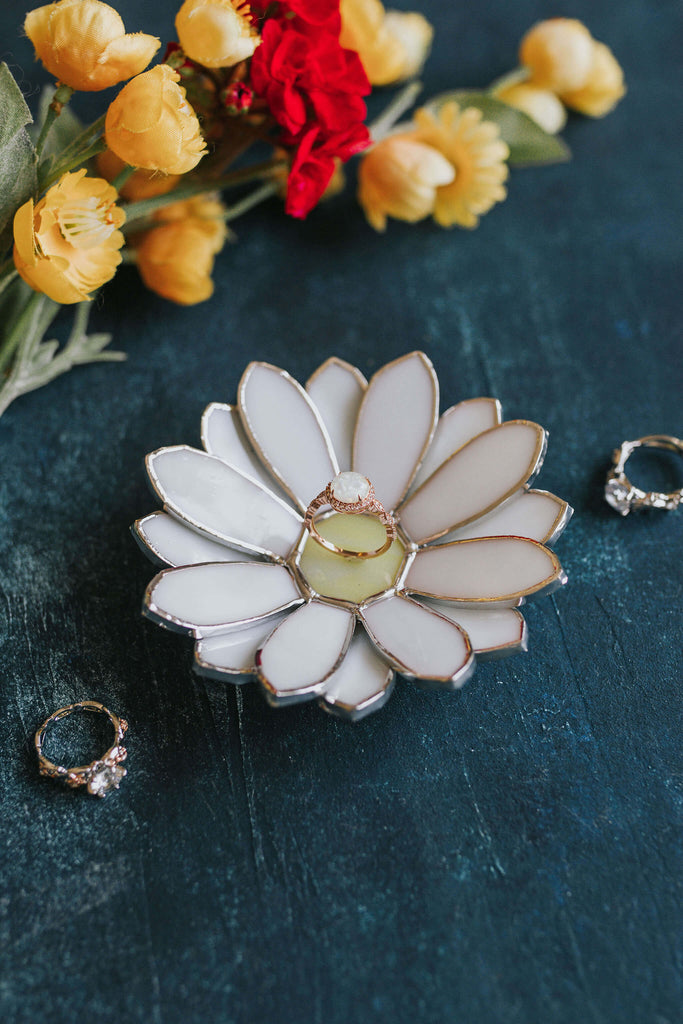 stained-glass-daisy-wedding-ring-dish-by-waen