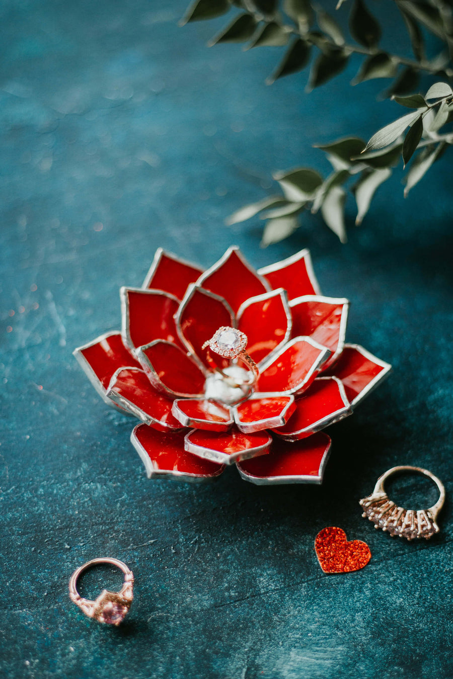 red-stained-glass-succulent-ring-dish-floral-wedding-decor-romeo-rubin