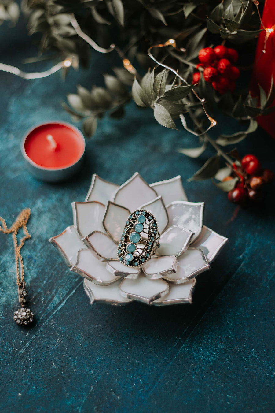 stained-glass-white-ivory-pearl-iridescent-succulent-shaped-engagement-wedding-ring-dish-holder-04