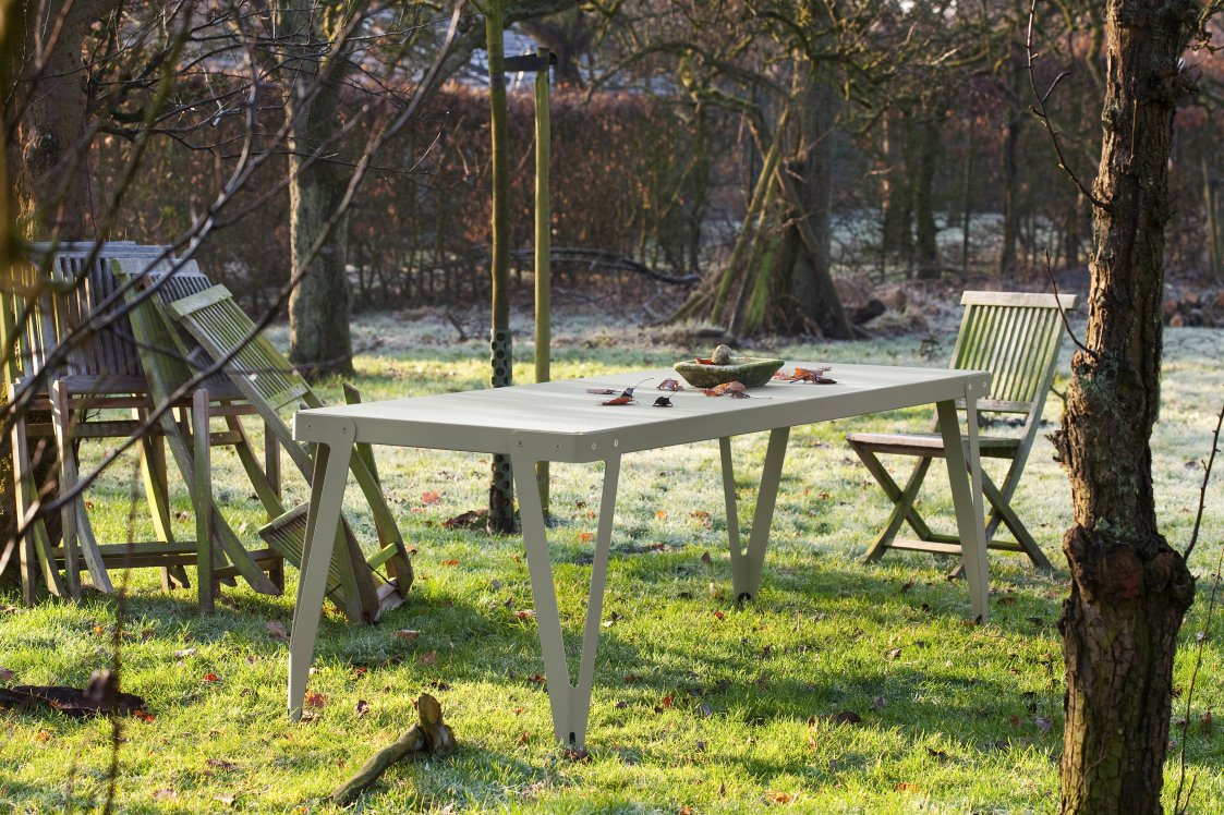 Llyod Table Outdoor