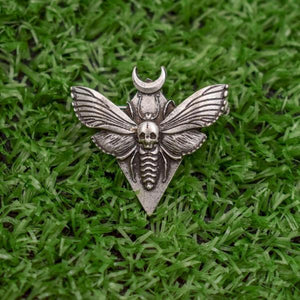 Hawk moth brooch