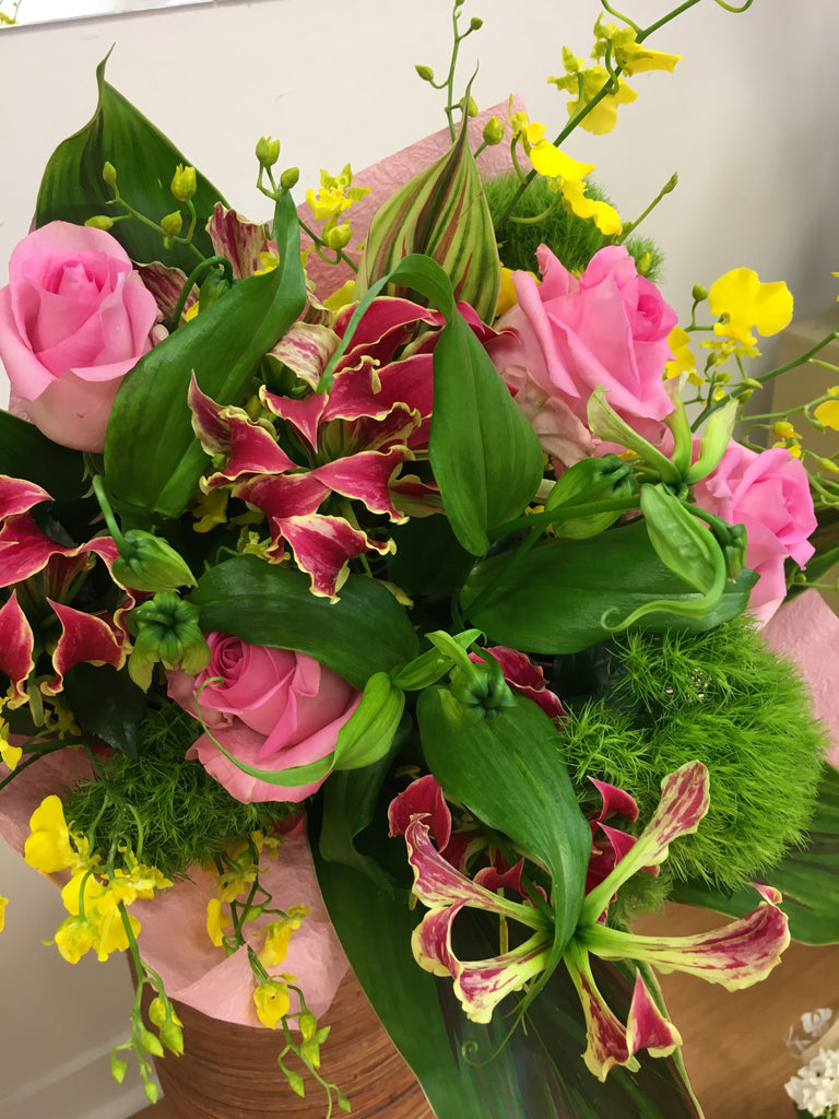 Bouquet with gloriosa