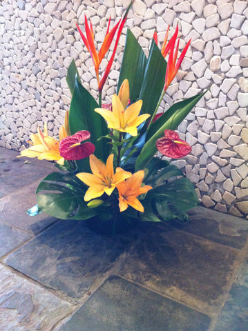 Bowl arrangement with colour
