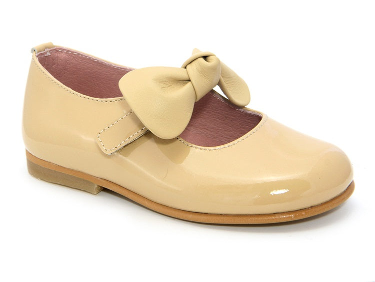 40041. Patent Leather Girls Shoe with Bow