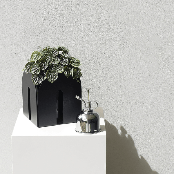 With soft curves and a subtle textured finish, the Arches pot makes a shapely addition to our planter collection.