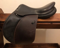 "Item #VO10C – Voltaire Palm Beach, Close to New Condition, 18"" Long/Forward Flap 2016, Pro Panels to Fit Many Horses"