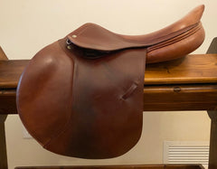 Item #AR19C - Amerigo DJ 17.5 Long Flap, Very Good Condition, with Free Leathers and Royal Rider Irons