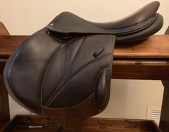 "Item #VO14E - Voltaire Lexington Monoflap 18"", Excellent Condition, 2014, Forward/Extra Forward Flap, Full Calfskin Leather, Soft and Grippy, Wide Tree"