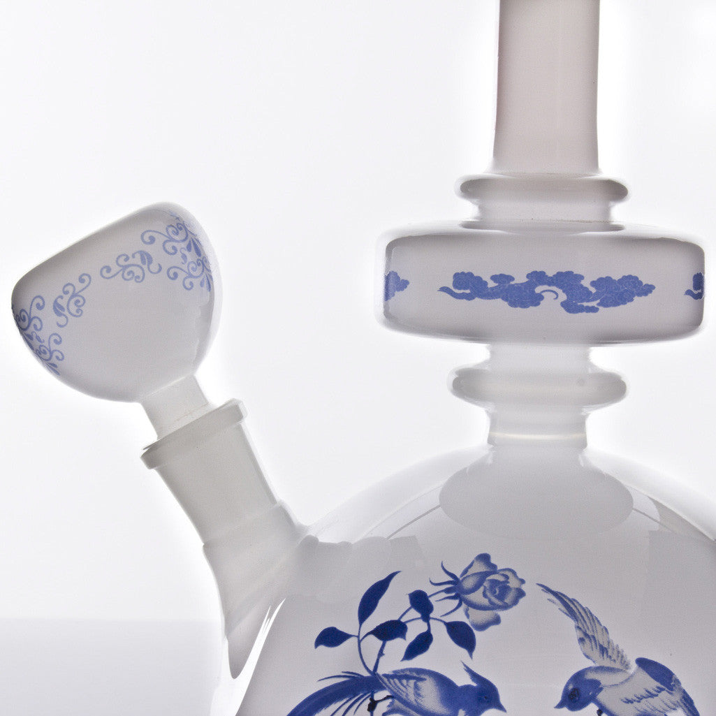 "The China Glass - ""Tian Hou"" Dynasty Vase Water Pipe"